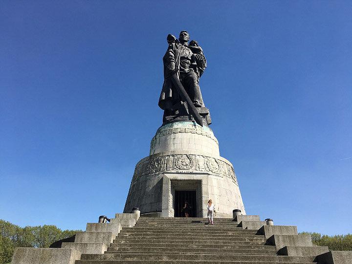 Воинский мемориал в Трептов-Парке (Берлин) - наше время